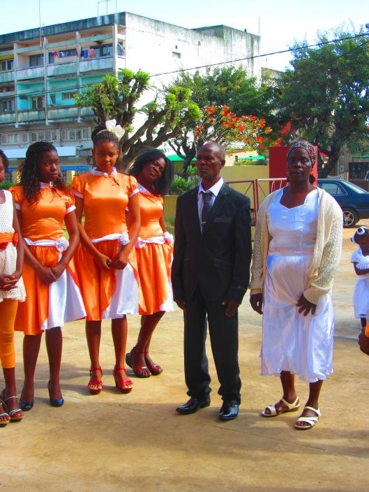 Otra pareja con sus damas y damos de honor